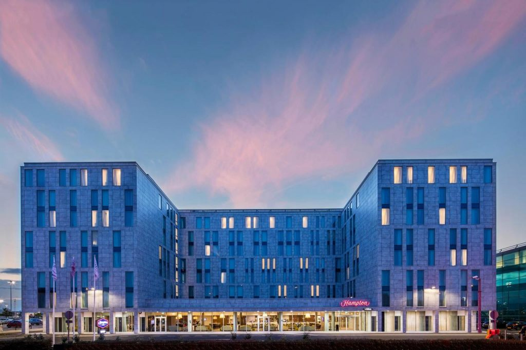 hampton by hilton stansted 1024x682 - Hotell vid London Stansted